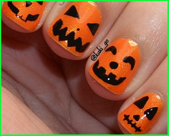 black-and-white-halloween-heart-nail-nogti_manikur_tykva-min