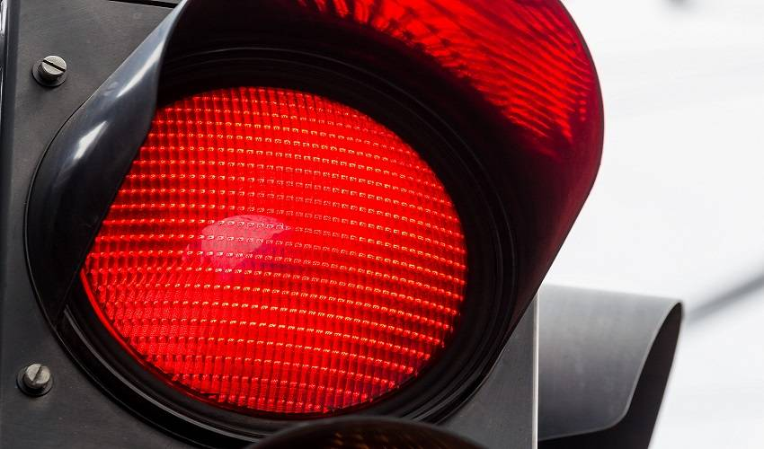 a traffic light shows red light. symbolic photo for maintenance, end.